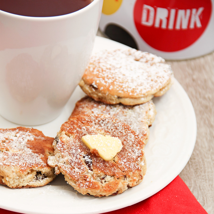 welsh cakes with tea