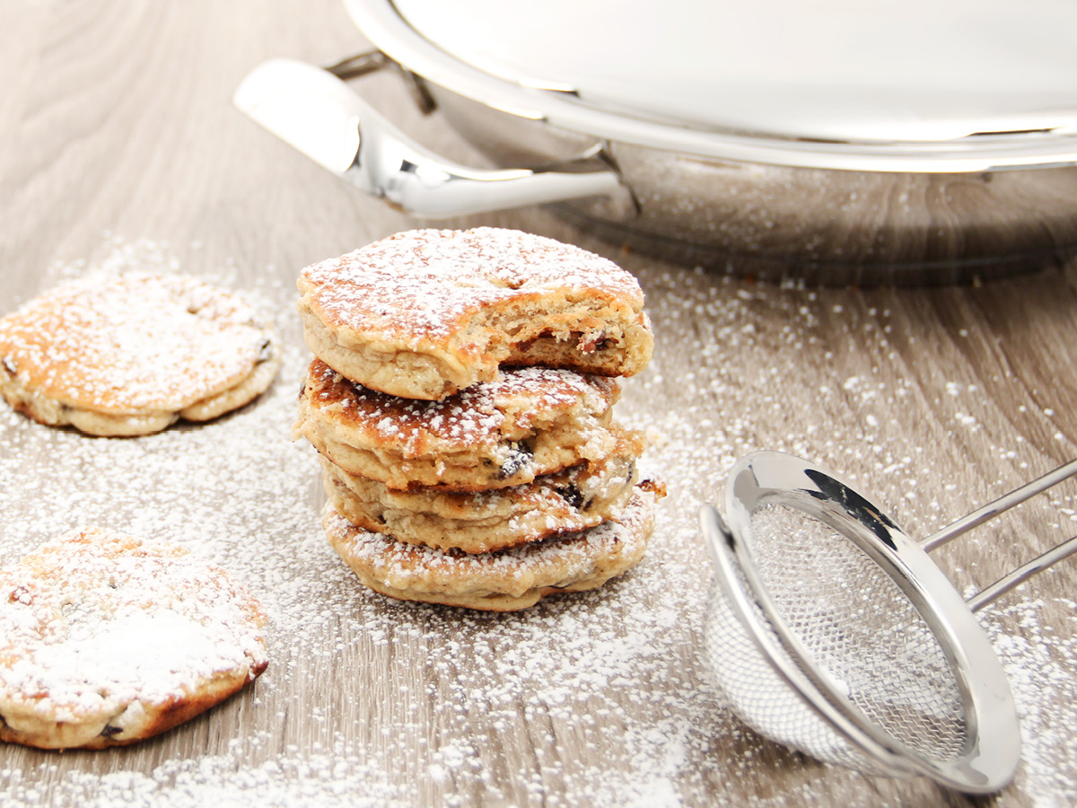 Welsh cakes with icing sugar
