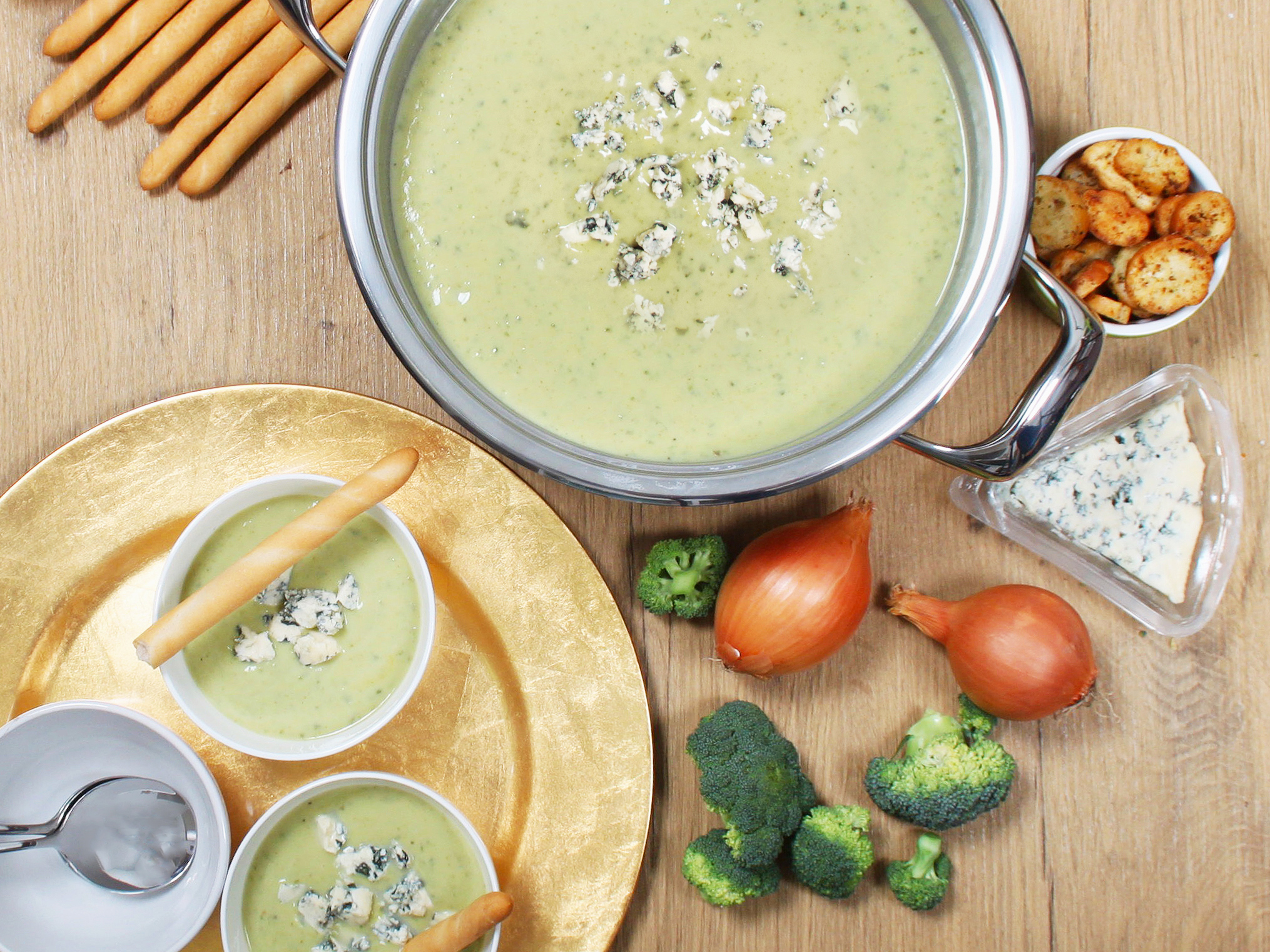 Broccoli & blue cheese soup in AMC Cookware